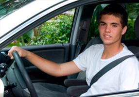 Jóvenes al volante